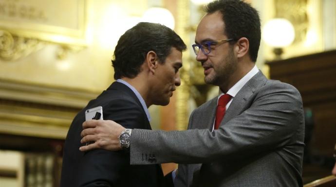"""Actualidad Actualidad La venganza: el PSOE arde con el brutal """"rejonazo"""" de Hernando a Sánchez"""
