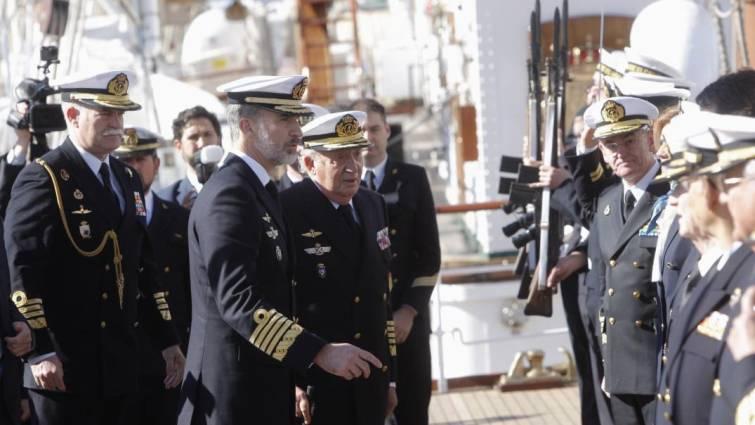 Actualidad Actualidad Felipe VI y Juan Carlos I, juntos en el «Juan Sebastián el Cano»