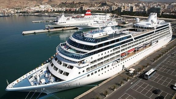 Almería Almería Prevén la llegada en cruceros de más de 30.000 pasajeros a Almería